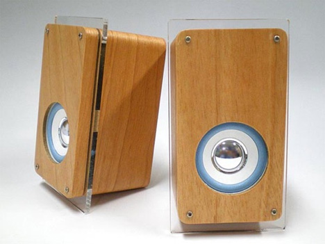 ipod wooden speakers from evergreen classic look