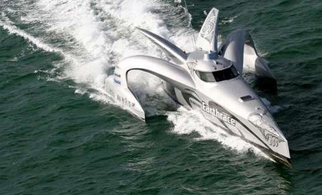 earthrace biofuel powered boat