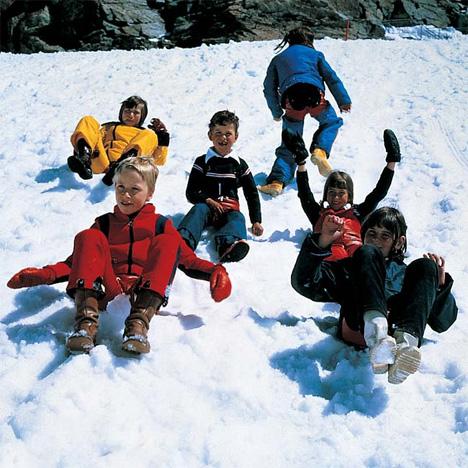 pull-on sledding snow shorts