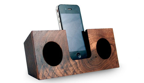 wooden iphone speaker wood you listen to this power free acoustic iphone amp 13325