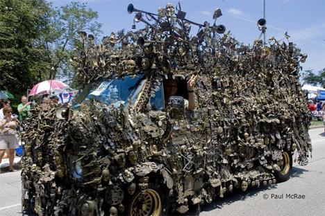 Art Gets Heavy 10 000 Pound Art Van Totally Kicks Brass