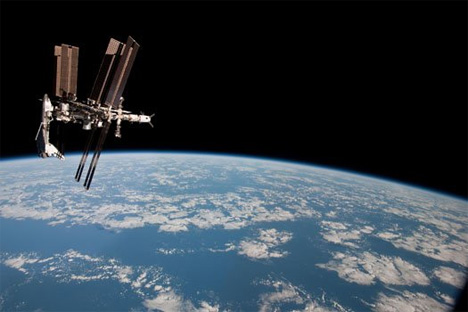 NASA (Not A Space Agency) ~ U.S. Commercial Cargo Ship Arrives at the Space Station Space-shuttle-iss-dock-2