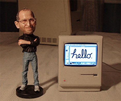 tiny working model of macintosh computer
