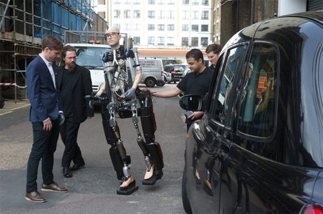 moving robotic man