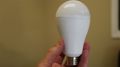 charging LED lightbulb smart charge