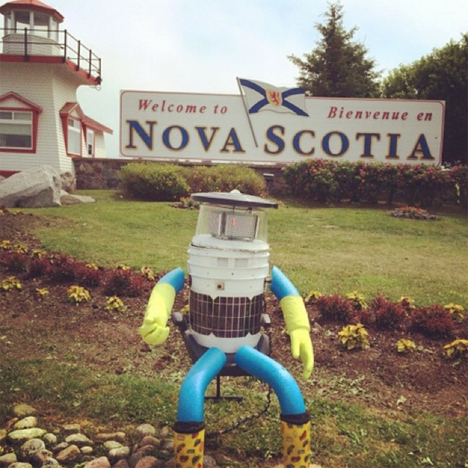 canadian hitchhiking robot