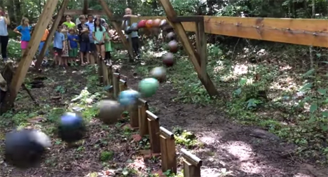 outdoor pendulum wave