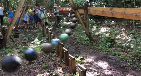 outdoor pendulum wave
