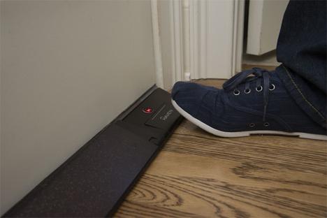 emergency release footplate