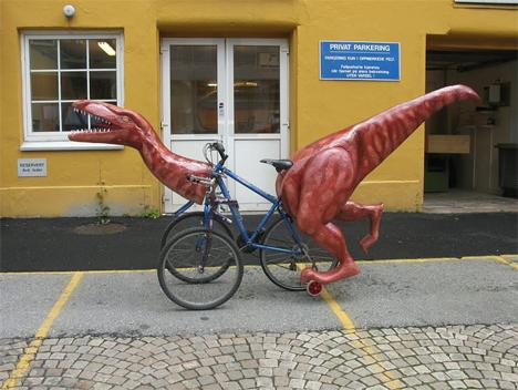 three wheeled dinosaur bike