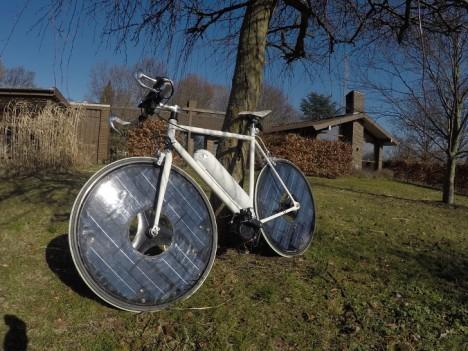 30 MPH Solar E-Bike Swaps Spokes for Sun-Powered Panels