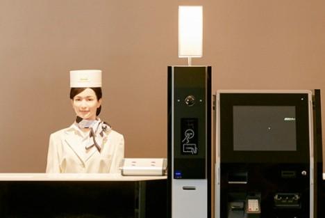 robot receptionist japan
