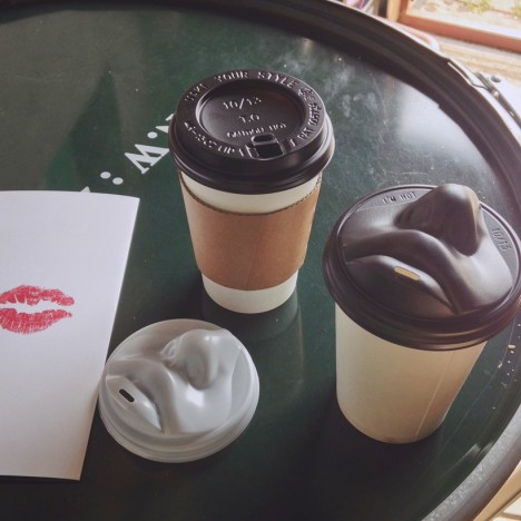 lip shaped coffee lids
