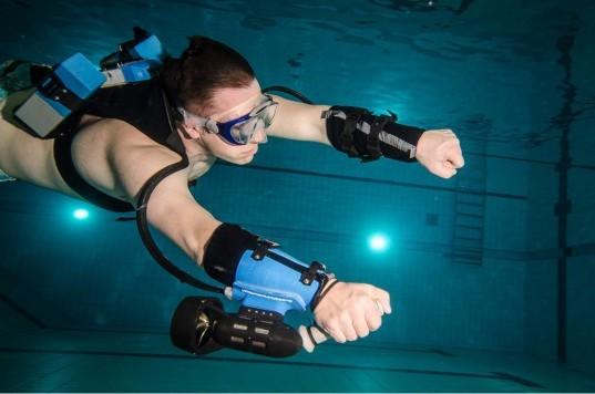 Swim like a sea mammal underwater jet pack thrusters for Pack swimming