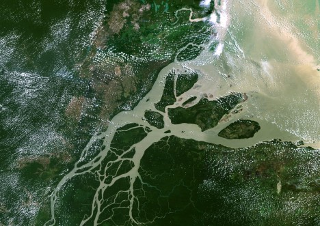 Amazon delta. True colour satellite image of the mouth of the Amazon River in Brazil. Composite image compiled from LANDSAT data taken between 1986 and 2001.